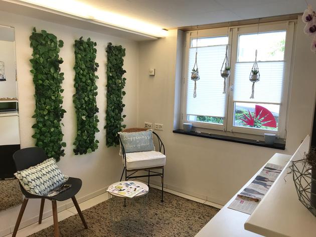Unser neu gestaltetes Wartezimmer erstrahlt in frischem Glanz