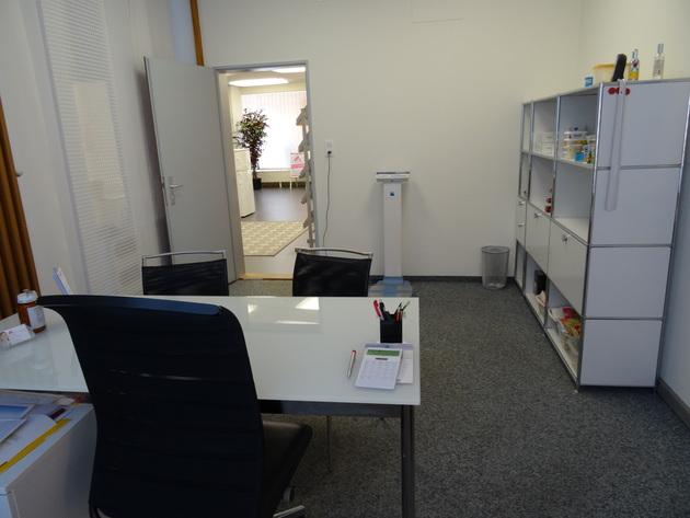 Beratungszimmer und Analysewaage